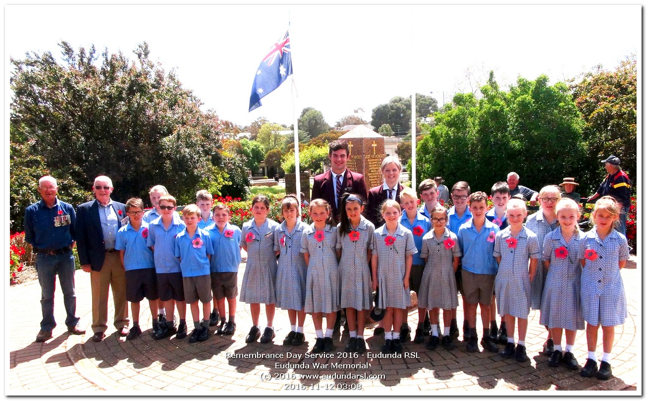 Remembrance Day 2016 at Eudunda - Geoff Hansen, John Stephens, EAS Prefects, St Johns Primary Students yr 3-4