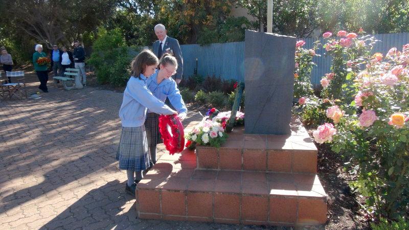 ANZAC Service - Robertstown 2019 St John's School Students lay wreath
