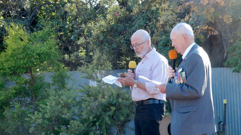 Pastor Peter Pfitzner & Mike Colbey deliver the ANZAC Service at Robertsotwn