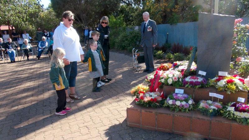 Robertstown Kindy lay tribute